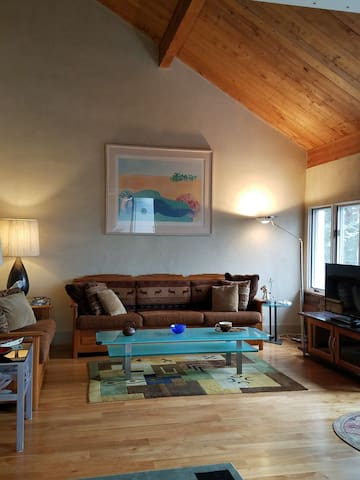Upscale and sophisticated 2BR+ Loft at Sugarbush