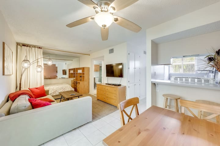 Furnished Studio in Central Austin -90 DAY MINIMUM
