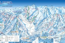 La Via Lattea per gli sciatori . Via Lattea the biggest ski area in Europe.