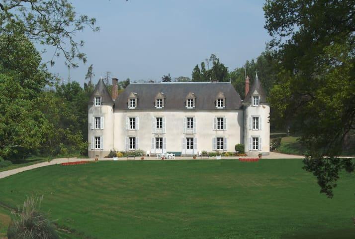 Château de La Ville-Huë 56380 GUER - Guer - Castle