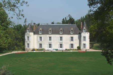 Château de La Ville-Huë 56380 GUER - Guer - Istana