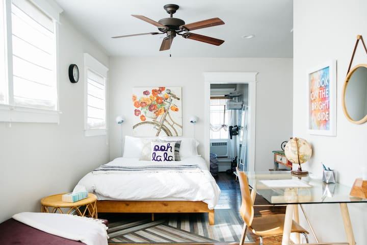 Charming flat in heart of Nashville, Sylvan Park