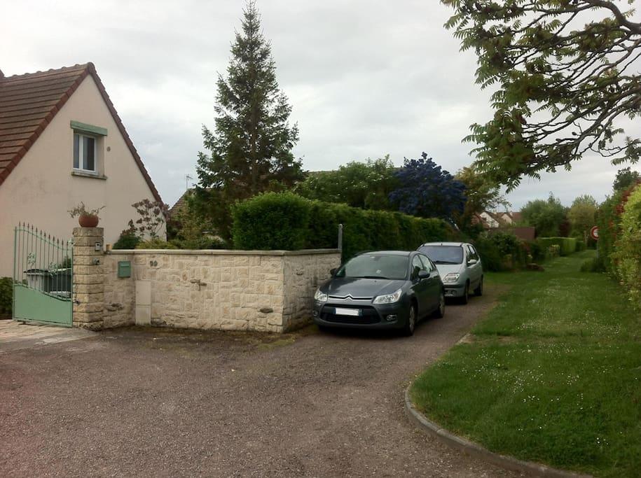 Parking 2 places devant la maison