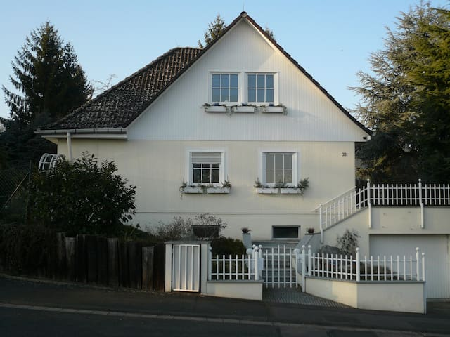 Large home with beautiful garden - Wiesbaden - Huis