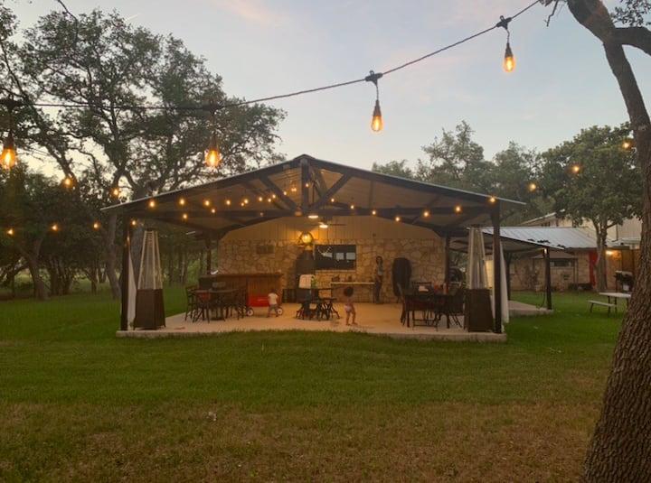 Jennings 5 acre Manor Helotes TX 4 min to SA