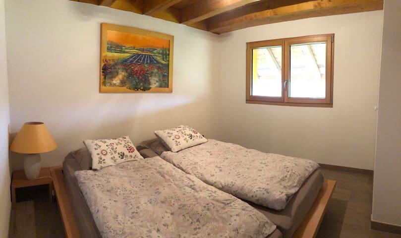 Chambre avec un lit double, 2 matelas 90 cm x 200 cm