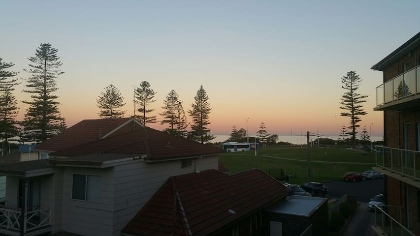 Cosy apartment with a view - Wollongong - Daire