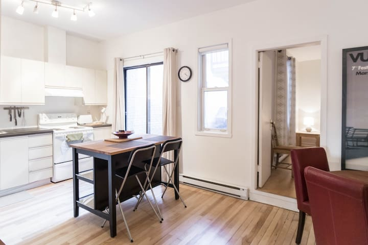 Cozy 2 Bedroom close to everything - Montreal - Pis