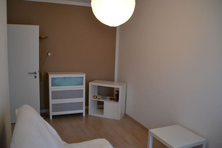 private room in big 2 Bedroom-Flat - Cottbus - Apartament