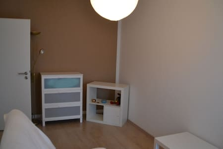 private room in big 2 Bedroom-Flat - Apartamento