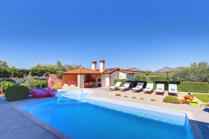 Villa cerca de Rovinj con piscina privada, sauna, jacuzzi y gimnasio