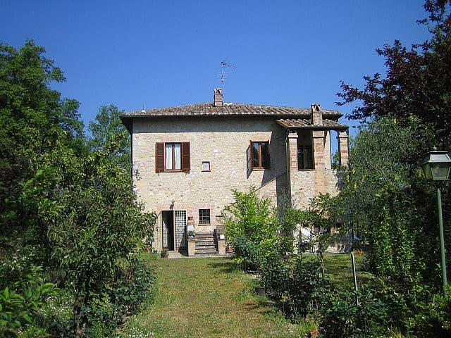 Casale delle rose - เทอร์นิ - วิลล่า