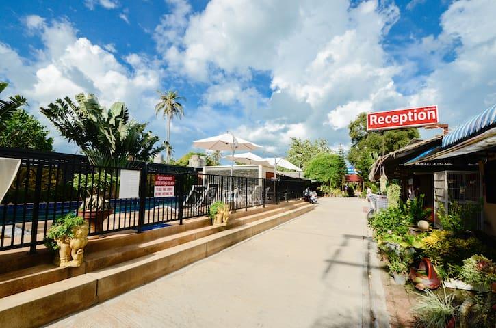 Entrance & Reception
