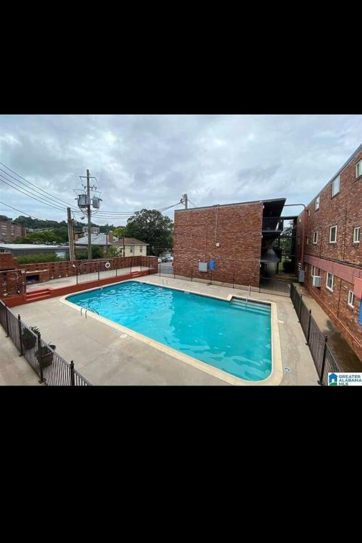 Charming City View Condo Located in DT Birmingham