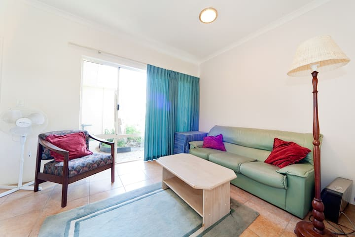 Bright but cosy Fremantle Unit, 1-2 Guests