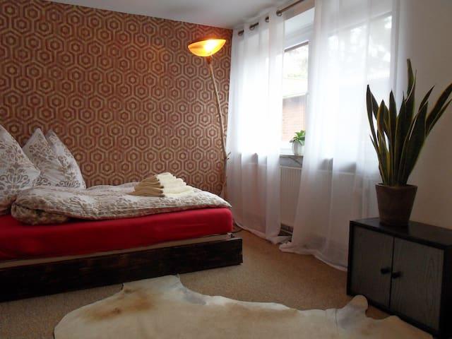 Ein helles Zimmer zum Innenhof
