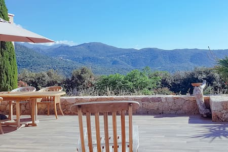 Villa between sea and mountain