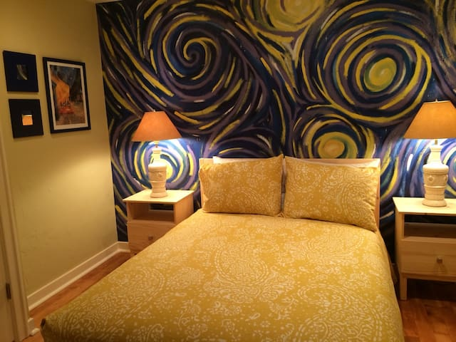 The Van Gogh Room in Downtown Oly - Olympia - Bed & Breakfast