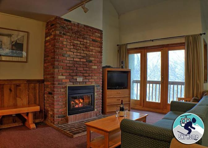 Perfectly located for that family getaway with shuttle to Slopes/Ski home