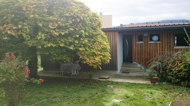 gîte 2 étoiles - 35 m2 avec jardin et parking