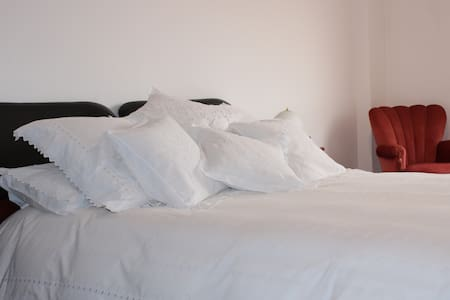 Suite with Private Bath - Between Sintra & Lisbon - Queluz - Apartemen