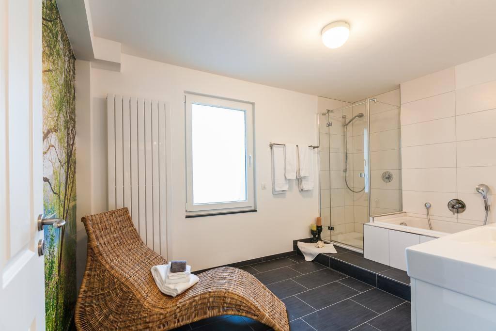 Entspannen im Bad mit Whirlpoolbadewanne im Zimmer Bleibtreusee...