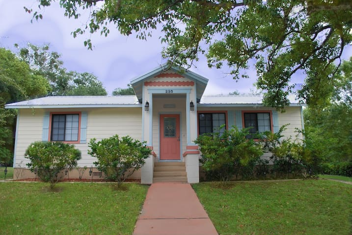 Cutest Cottage in the Cutest Town! Nothing Closer! - Mount Dora - บ้าน