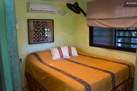 Danyasa Eco-Retreat Queen Bed 2 - Dominical, Costa Rica - Bed & Breakfast