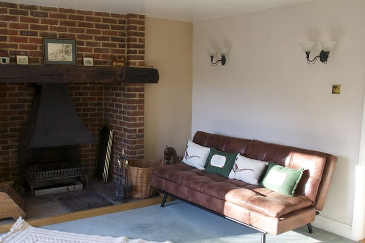 Charming Cosy Country Cottage in  AONB Kent