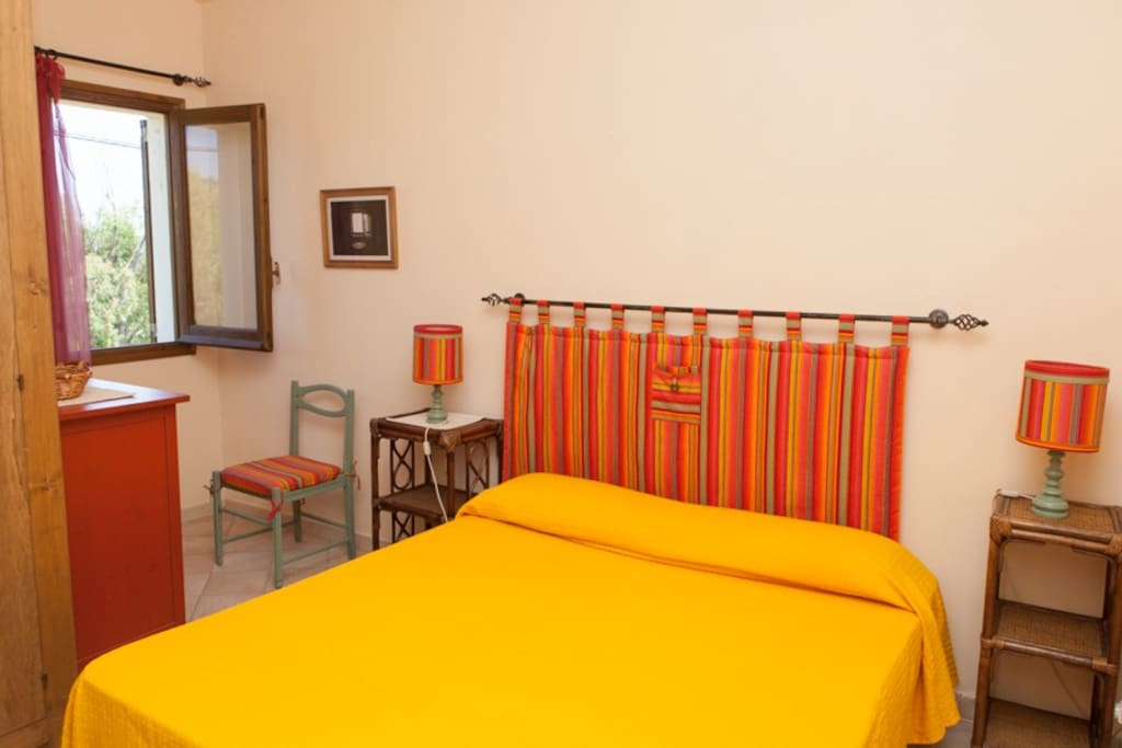 camera da letto matrimoniale al piano superiore