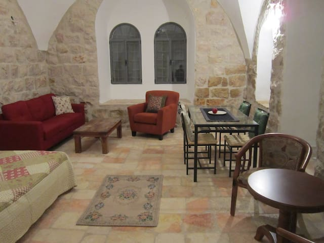 Authentic stone apt. in the center - Jerusalém - Apartamento