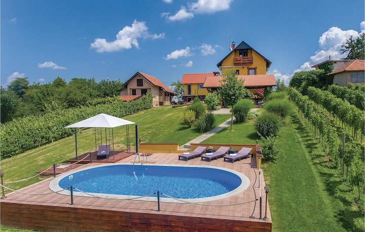 Holiday cottage with 2 bedrooms on 90m² in Varazdinske Toplice