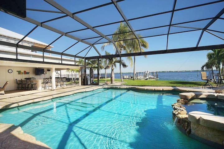 Ohana Riverfront home with breathtaking view, guest house, pool and large lanai