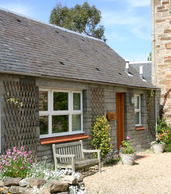 Victorian Sandstone Stable Cottage