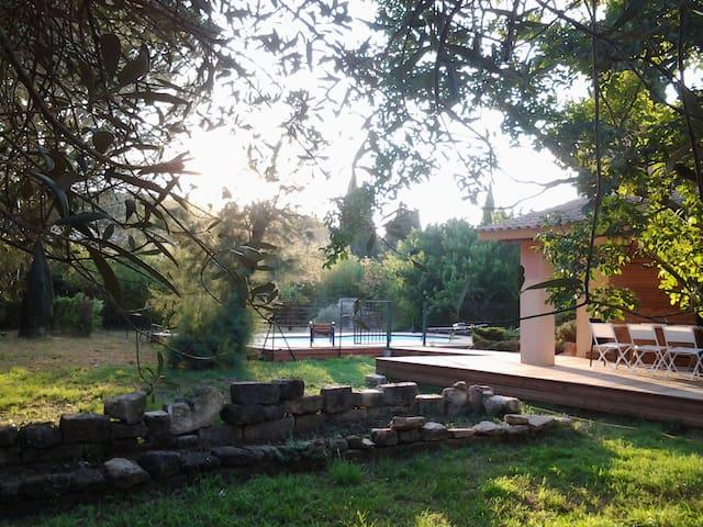 Maison individuelle avec piscine, 8 à 10 personnes - Meynes - Villa