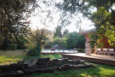 Maison individuelle avec piscine, 8 à 10 personnes - Meynes - วิลล่า
