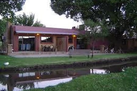 African Olive Country Estate, Parys - Parys - Chalet