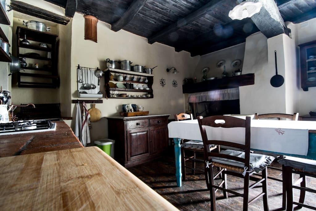 Cucina con Camino Casa Di Sotto