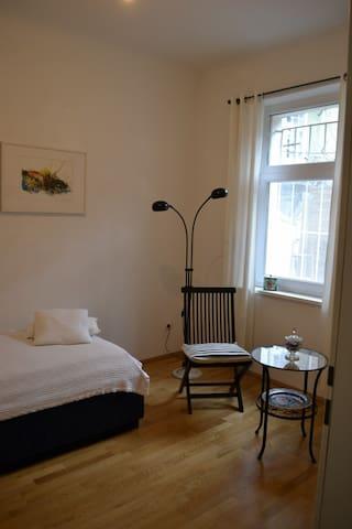 Einzelzimmer in ruhigem Appartment im Zentrum - Graz - Társasház