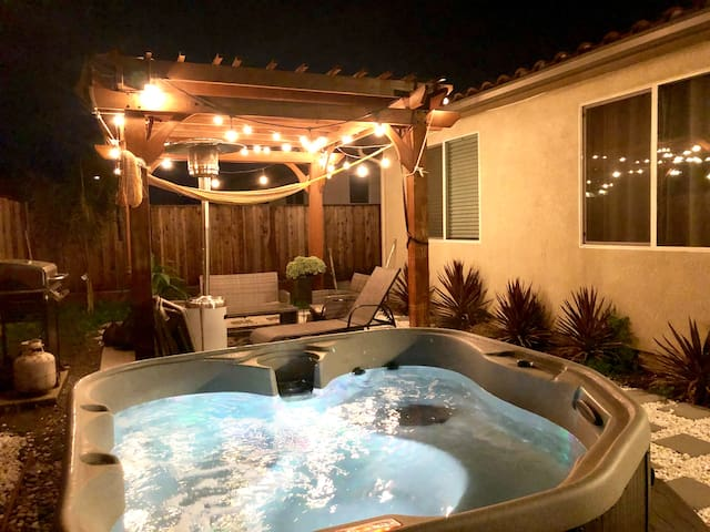 LUXURIOUS& Family-Friendly HOME w/ BRANDNEW HOTTUB