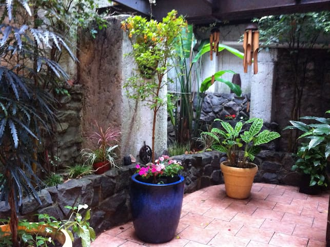 Double Room: old, comfortable house - Montevideo - Casa