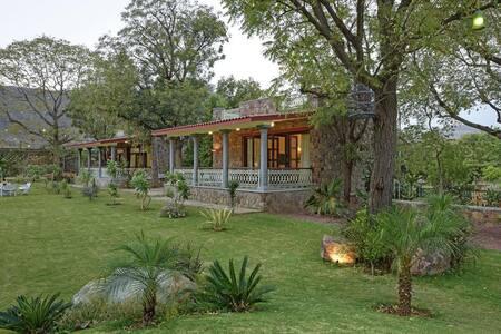 ⚡⭐ Luxury Villa w/Garden View +BKFST in Udaipur