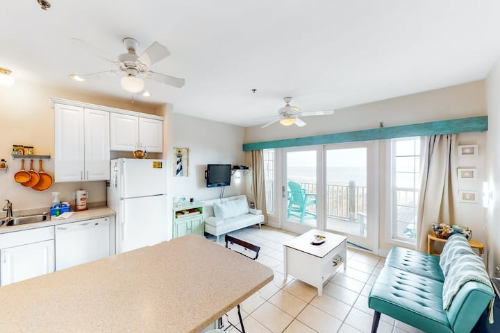 Oceanfront, Dog-Friendly Condo w/Central AC, Ocean View, Shared Pool, Free WiFi!