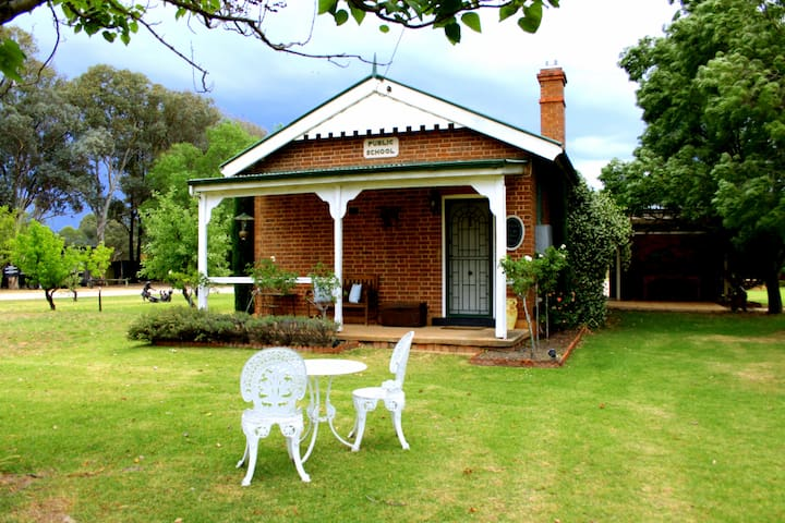 Beautiful historic Old School House - Mudgee - Talo
