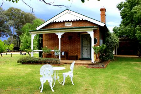 Beautiful historic Old School House - Mudgee - Dom