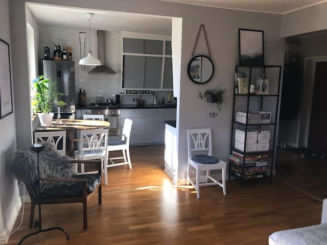 Fresh & cozy 2 room apt close to Sthlm City - Stockholm - Lägenhet