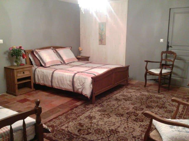 chambre dans maison à la campagne - Saint-Vincent-du-Lorouër