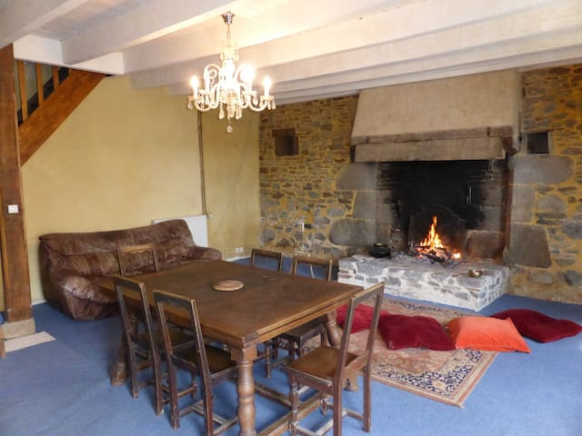 A table... ou sur un coussin devant la cheminée ?