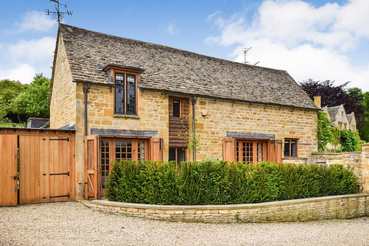 Coach House, luxury, pool, open fire, Cotswolds