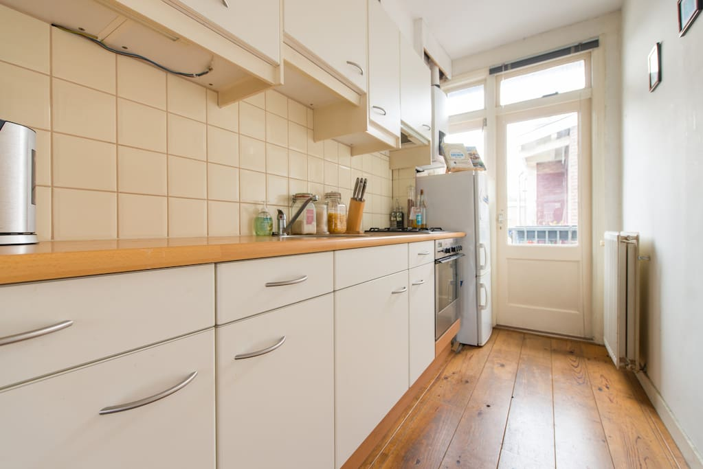 Fully equipped kitchen, door to balcony